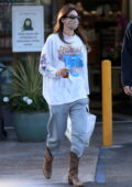 Kendall Jenner and boyfriend Devin Booker shop for groceries at Jayde's Market at the Beverly Glen Center in Bel Air, California