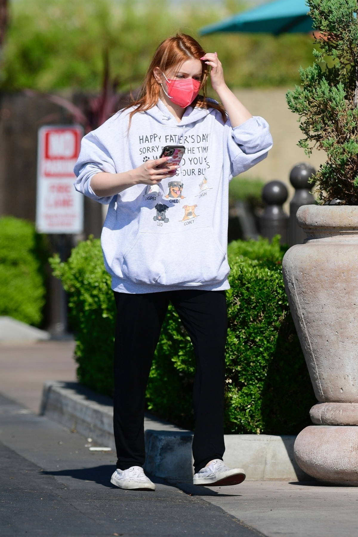 Ariel Winter checks her phone as she goes to Gelson's Market in Los Angeles