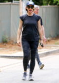 Jennifer Garner shows her new under construction home to some of her friends in Brentwood, California