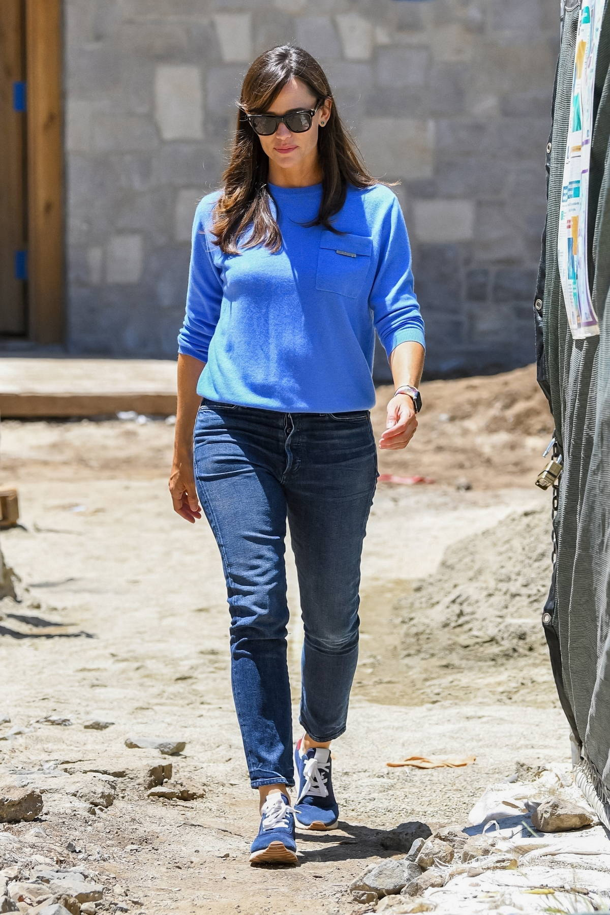 Jennifer Garner stops by her home to check on a few details in Brentwood, California
