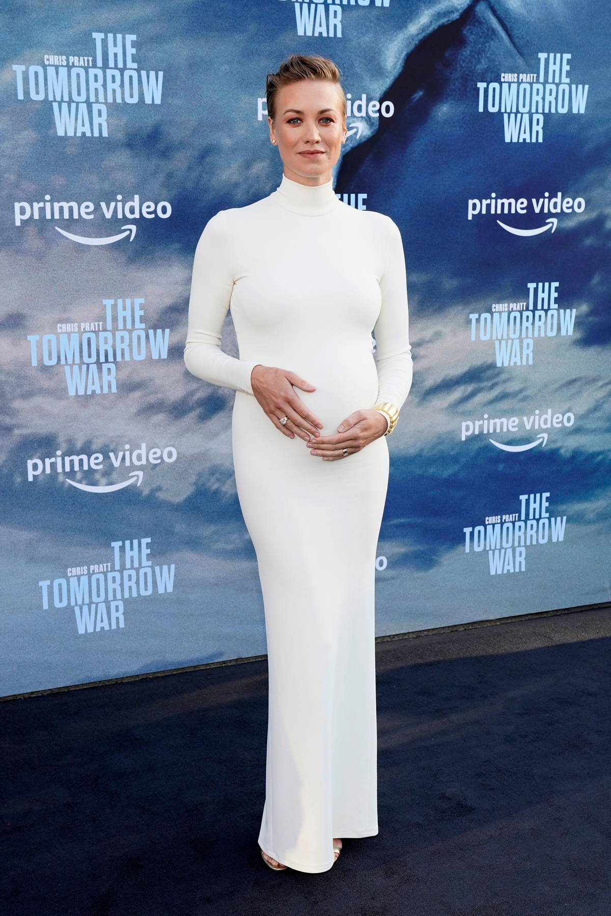 Yvonne Strahovski attends the Premiere of 'The Tomorrow War' at Banc of California Stadium in Los Angeles