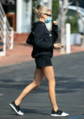 Charlotte McKinney enjoys a meal with friends at Mauro's Cafe after some shopping at Fred Segal in Los Angeles