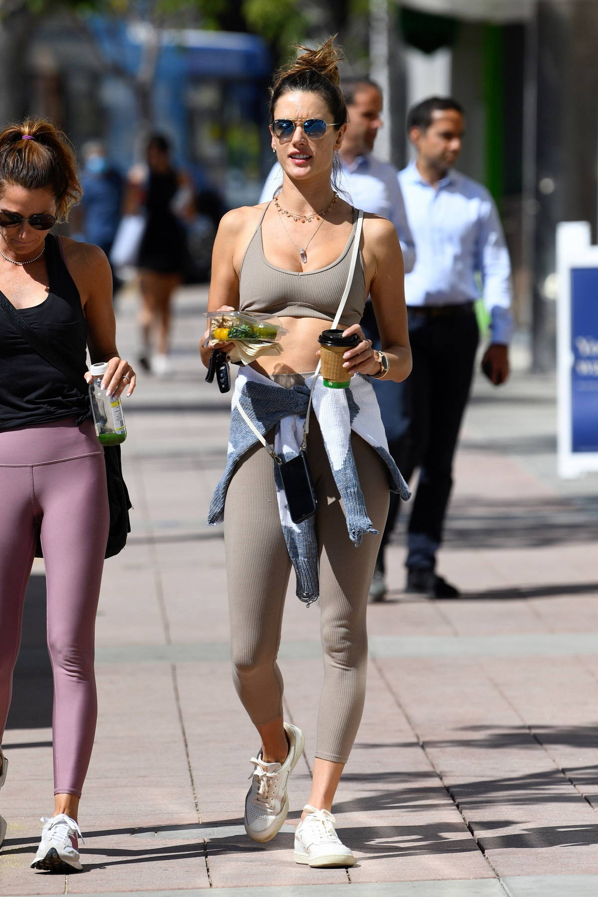 Alessandra Ambrosio shows of her svelte figure in grey sports bra and leggings while attending a Pilates class in Brentwood, California