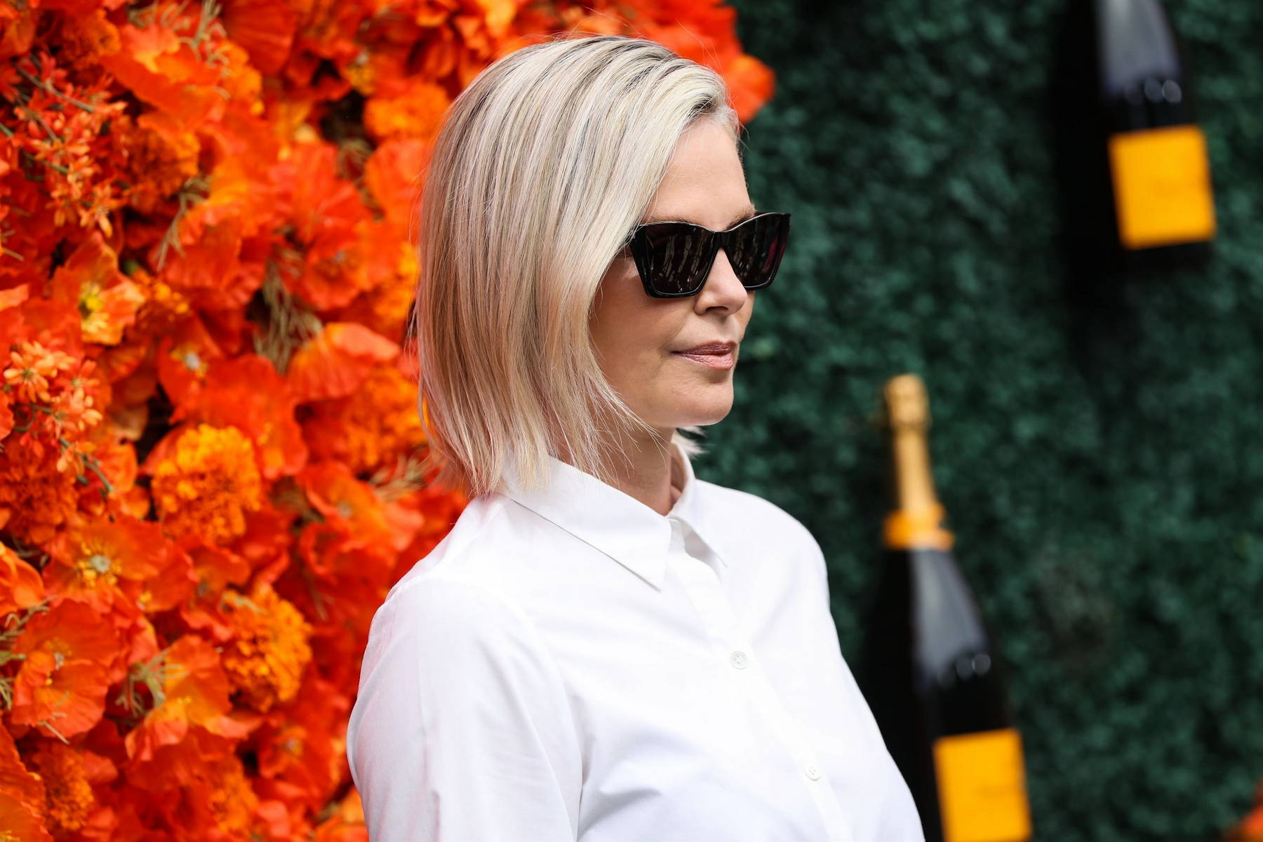 charlize theron attends the veuve clicquot polo classic at will rogers  state historic park in pacific palisades, california-021021_11